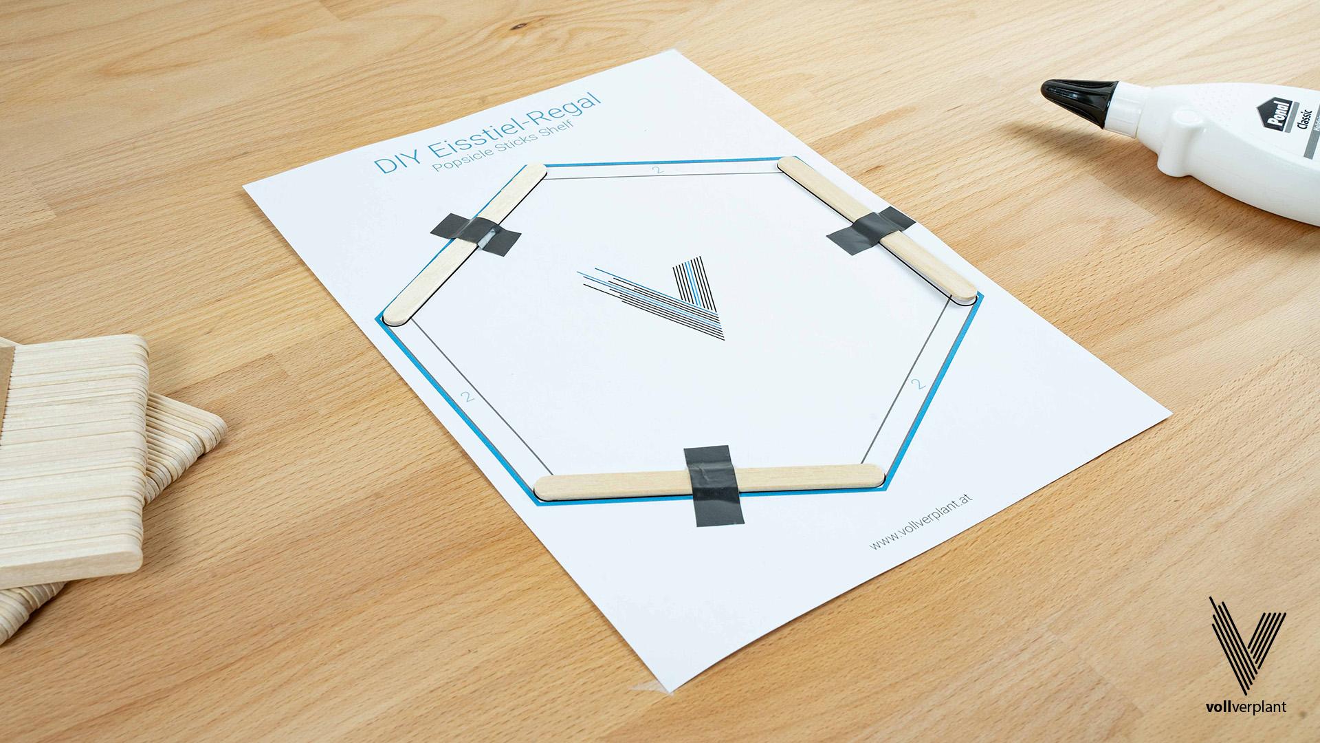 DIY Hexagon Regal aus Eisstielen - Eisstiele befestigen - vollverplant.at